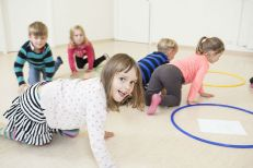 Children playing the housing game using the smart teachers play more approach
